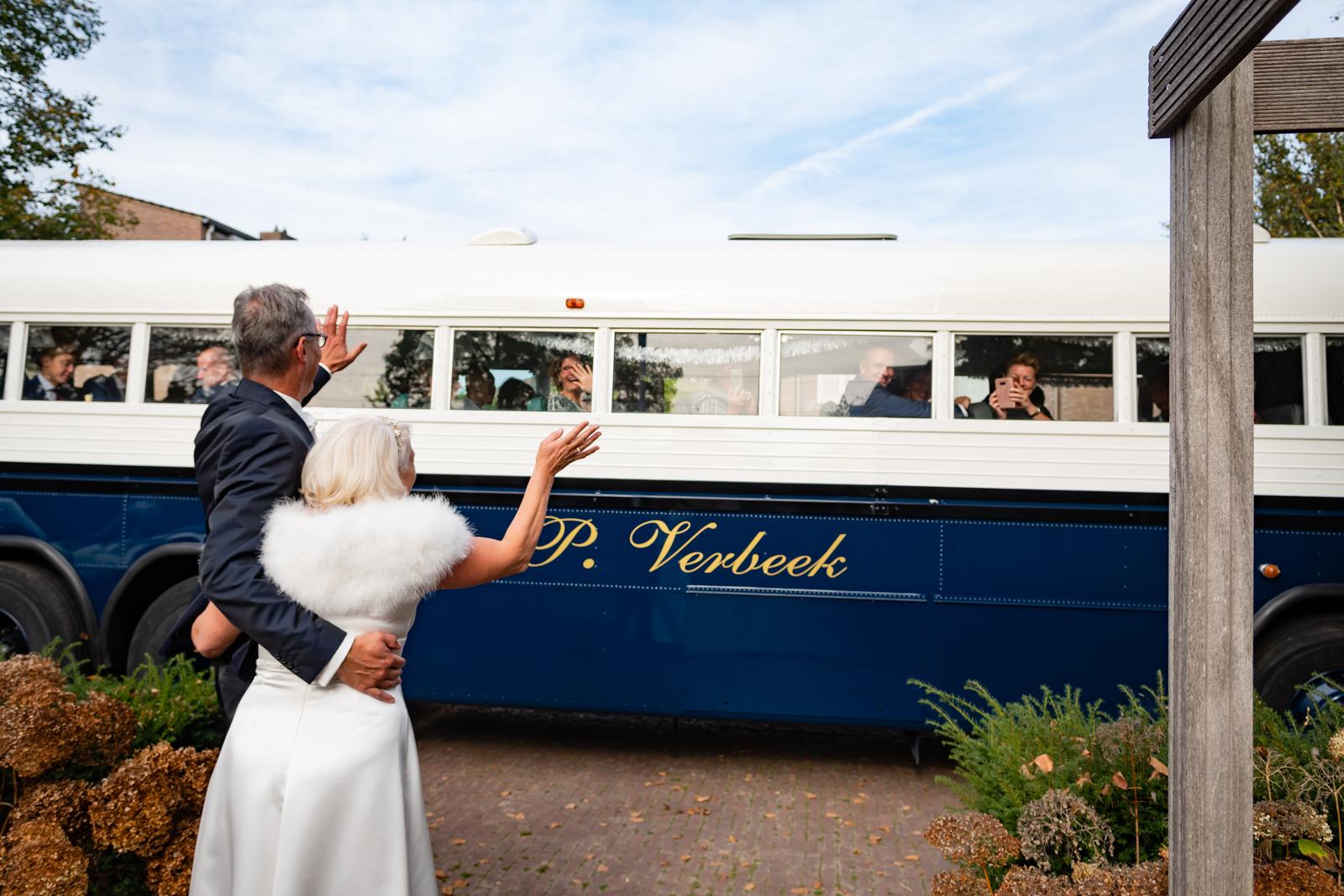 Op het juiste moment op de juiste plaats, veel plezier bij het bruidspaar  tijdens de toespraak.